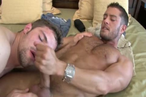 Cody love juicemings receives greetingss enormous dick sucked Off