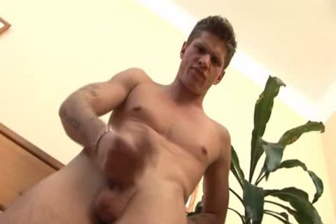 Connick Dade Has fun Masturbating Alone!