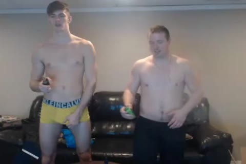 2 delicious Bi men Have pleasure And Have jointly A slutty Shower
