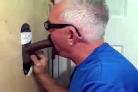 older man Slobs All Over dark 10-Pounder At Glory hole