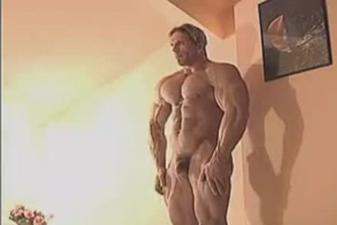 ravishing Muscle Hunk In Birthday Suit And Touching Himself