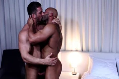 Muscle Bodybuilder oral sex stimulation With ball batter flow