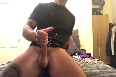 Tattooed Hunk undresses And Jerks Off